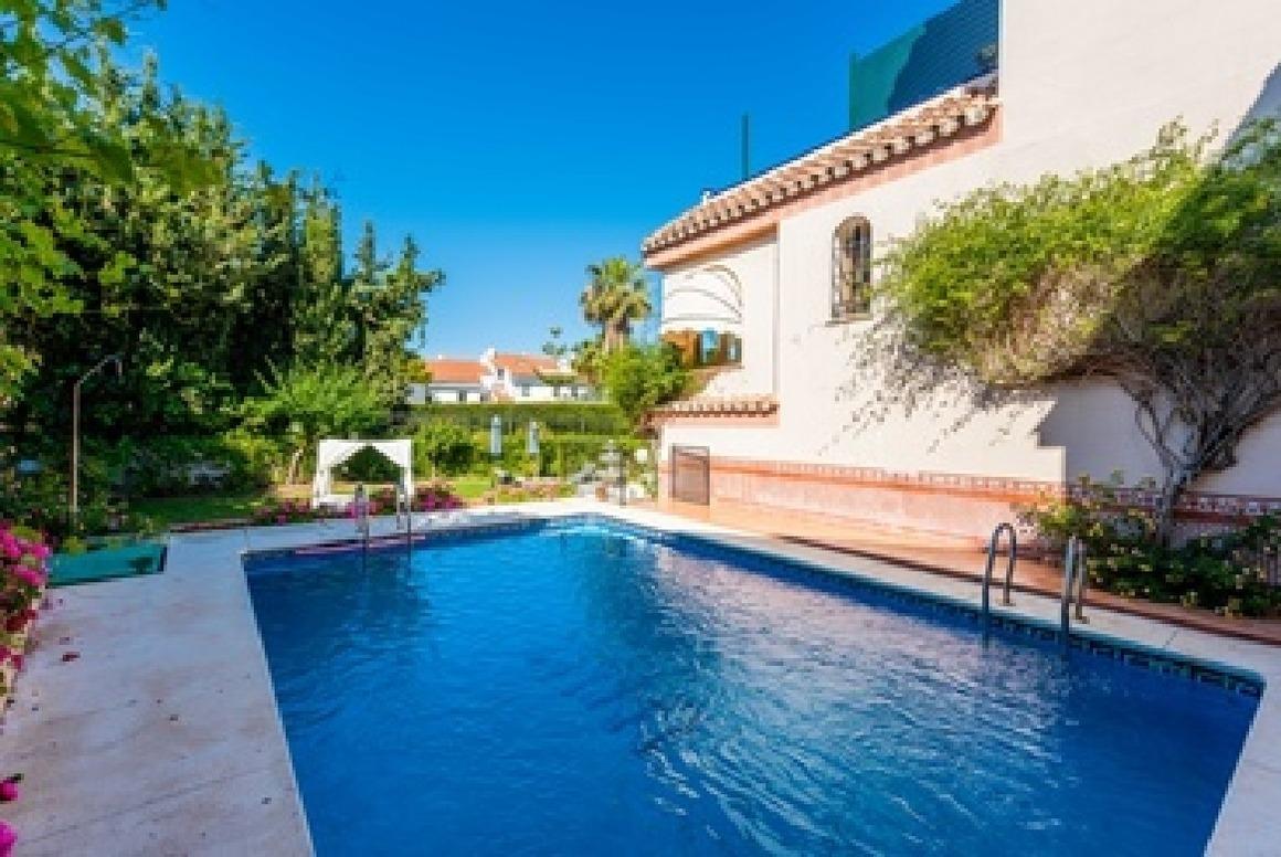 Villa mit Pool in der Nähe vom Meer Ferienhaus
