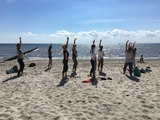 Early Bird Yoga am Strand